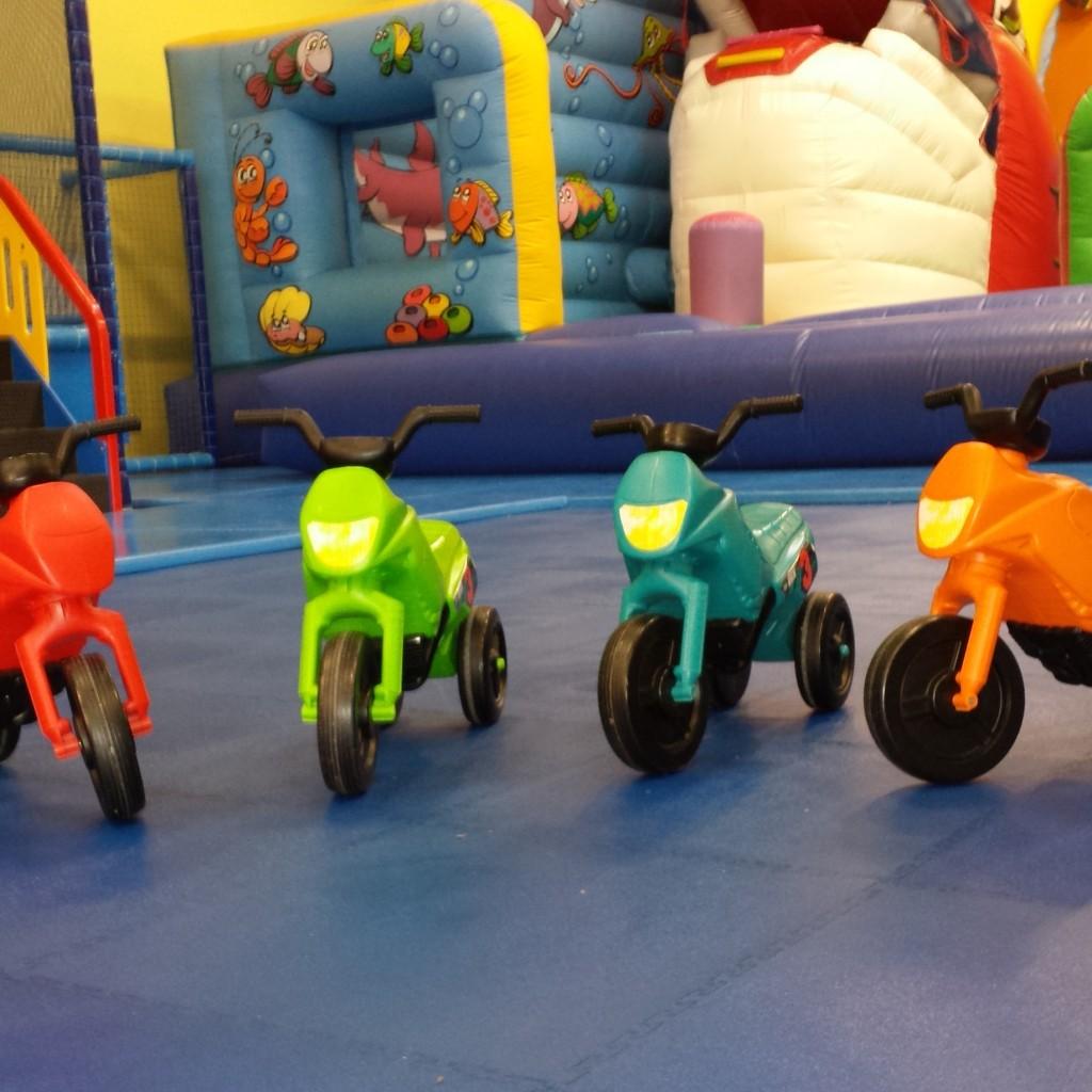 minimotos kidou r cr parc de jeux pour enfants toulouse parc d 39 attraction pour enfants. Black Bedroom Furniture Sets. Home Design Ideas