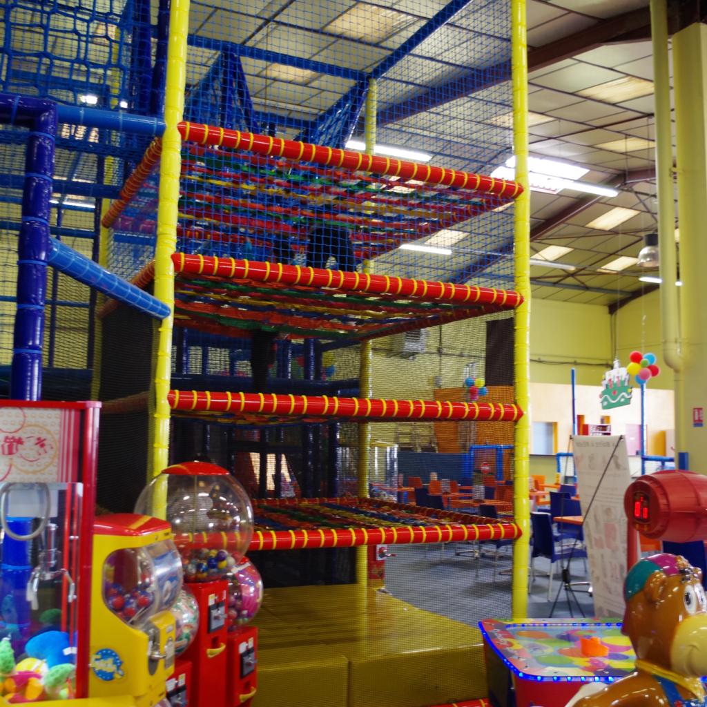 nos espaces de jeux kidou r cr parc de jeux pour enfants toulouse parc d 39 attraction. Black Bedroom Furniture Sets. Home Design Ideas